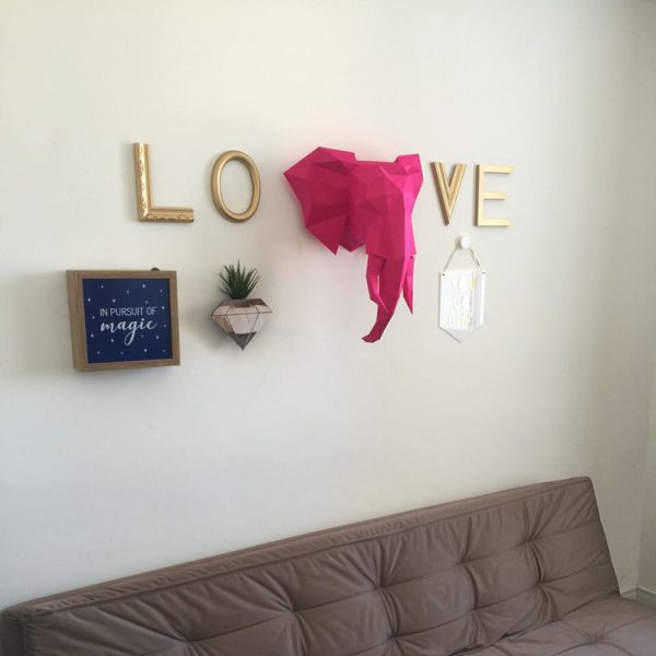 Letreiro Molduras Love Dourado Ambientado 3 | Wall Done