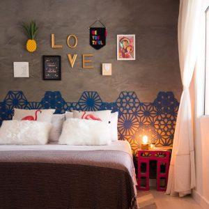 Letreiro Molduras Love Dourado Ambientado | Wall Done