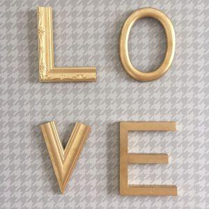 Letreiro Molduras Love Dourado | Wall Done