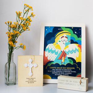 Quadro Santo Anjo Moldura Branca Ambientado | Wall Done