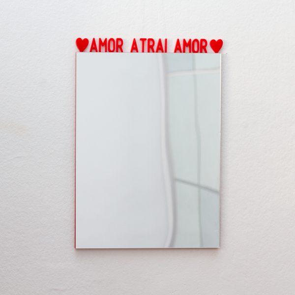 espelho-de-parede-amor-atrai-amor | Wall Done